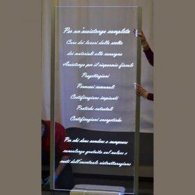 cartello plexiglass incisione illuminazione led