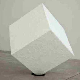 cubo artistico plexiglass ricoperto dall'artista