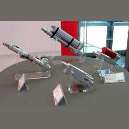 espositori plexiglass ammortizzatori MecVel sala mostra