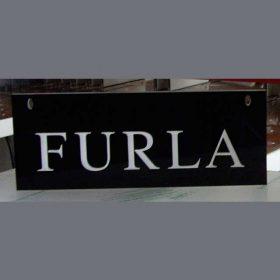 targa plexiglass nero lettere bianche Furla