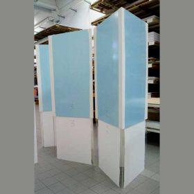 totem plexiglass pvc triangolare altezza 300cm prima della personalizzazione