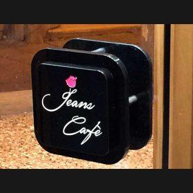 maniglia plexiglass nero per negozio Jeans Cafè