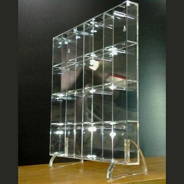 Mobile plexiglass a caselle per chiavi camere albergo ludovic plexiglass - Mobili in plexiglass ...
