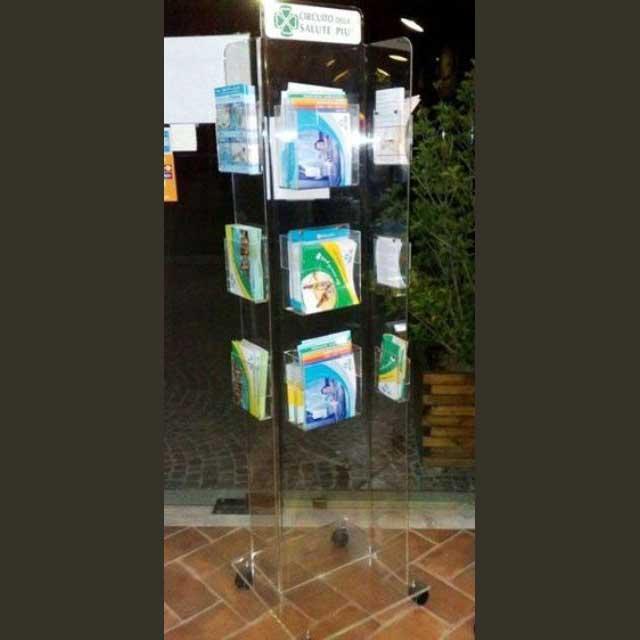 Portadepliant Plexiglass Da Terra Con Ruote Ludovic
