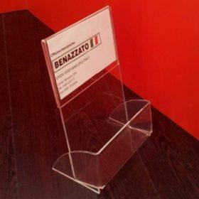 portadepliant plexiglass personalizzato con piega per inserimento pubblicità