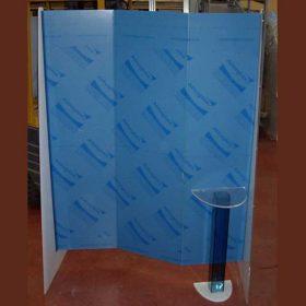 parete divisoria plexiglass con postazione parruchiera in lavorazione