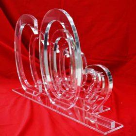 Logo plexiglass trasparente riposizionabile in 4 misure per dare profondità