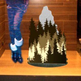decorazione vetrina plexiglass e stampa moncler foresta inverno