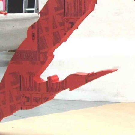 Insegna a logo PVC gigante rossa dettaglio