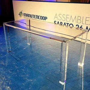 Tavolo plexiglass massello per conferenza Manutencoop realizzato in 1 giorno