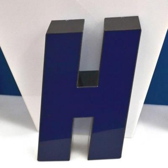 Lettere scatolate plexiglass nero blu a led cm H23 P6