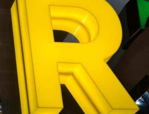 Fabbricazione lettere scatolate luminose plexiglass